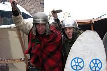 Rekonstrukce keltských válečníků, jak se s nimi setkaly římské legie. Ty od nich převzaly tvar helmice, nebo spodní krátké kalhoty. Keltové zřejmě žili i na Ústecku.