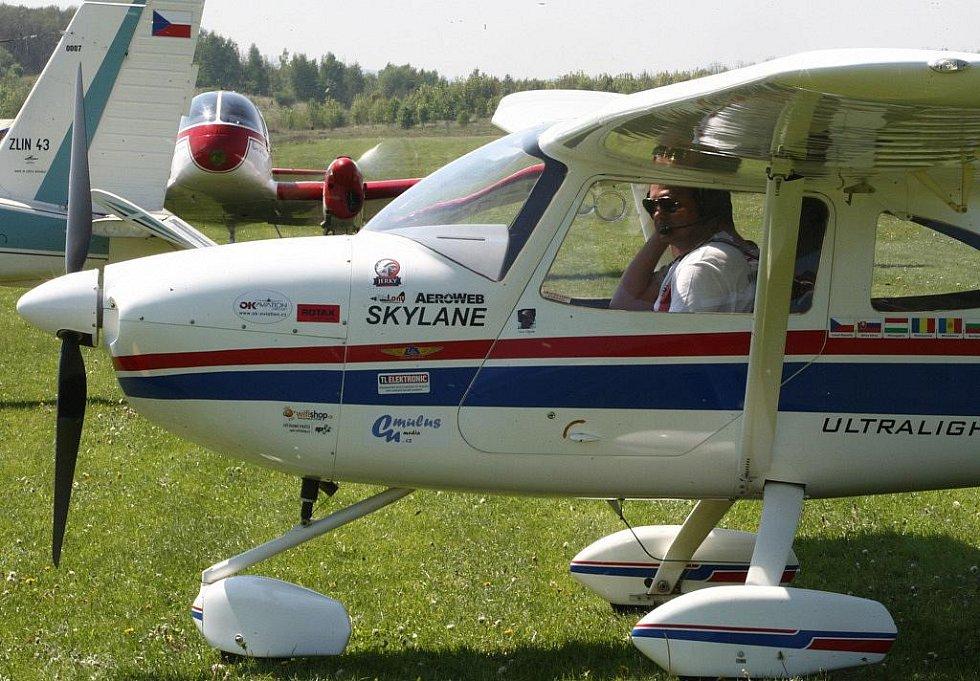Letecký den přilákal tisíce návštěvníků