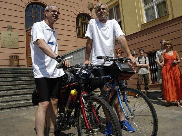 Cyklisté Milan Jeřábek a Petr Lauterbach na cestě do Hamburku