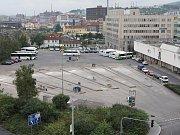 Na místě zrušeného autobusového nádraží je parkoviště. Ilustrační foto.