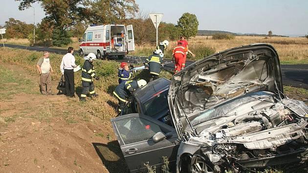 V sobotu v 15.00 hodin došlo k vážné dopravní nehodě 3 osobních vozidel na silnici R7 odbočka na Semenkovice na Lounsku.