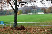 Z Hostovic na Větruši uvidíte i nejšikmější fotbalové hřiště.