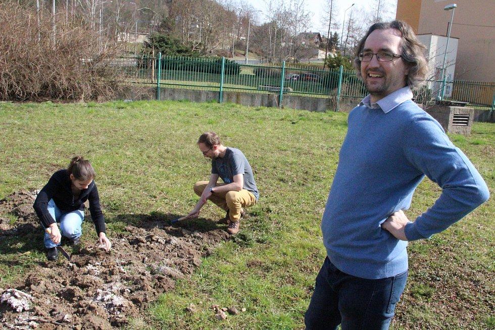 Komunitní zahrada dá šanci lidem pěstovat si na vlastním