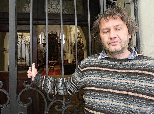 Farář Jiří Voleský a trmický kostel Narození Panny Marie.