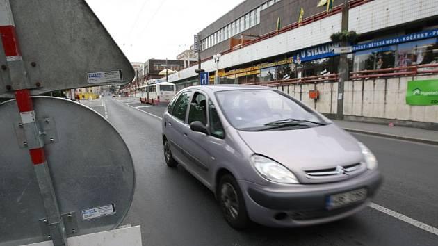 Auta již mohou do spodní části Masarykovy ulice.
