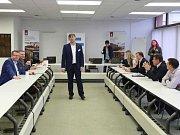 Debata s volebními lídry v rámci projektu Deník-bus v Rumburku.