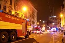 Zásah hasičů při nočním požáru domu v Masarykově ulici.