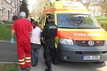 Strážníci a záchranáři pomohli psychicky narušné ženě