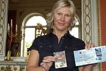 Ellen Hezrogová z Národního památkového ústavu představila novinky pro letošní sezónu. Věrnostní pas dostane návštěvníky na každou pátou prohlídku objektu zdarma, Kombikarta umožní strávit příjemný den na Litoměřicku bez auta a se slevami.