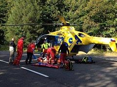 ZRANĚNOU HOROLEZKYNI musel převézt do nemocnice vrtulník.