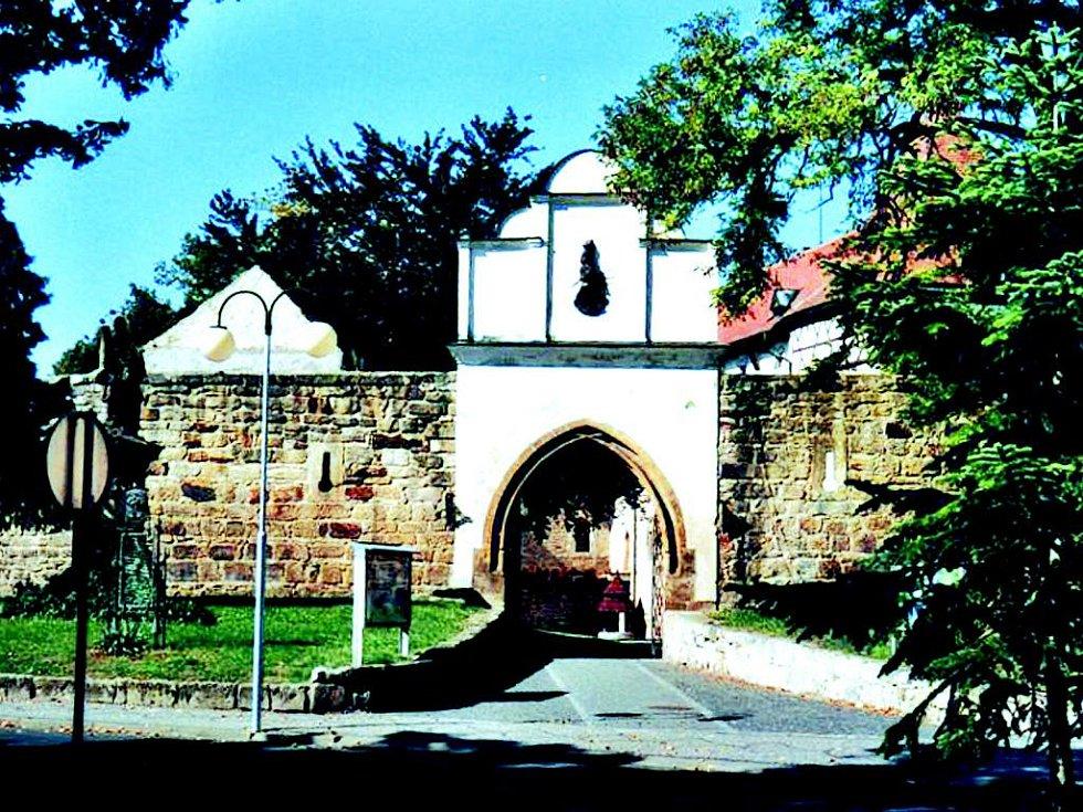 Budyňský hrad byl místem, kde se alchymistovi Rodovskému prý podařilo vyrobit zlato.