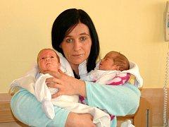 Lenka Frolíková,  porodila v ústecké porodnici dne 10. 2. 2012 (9.15) syna Tadeáše (43 cm, 1,9 kg) a (9.16) syna Martina (37 cm , 1,2 kg).