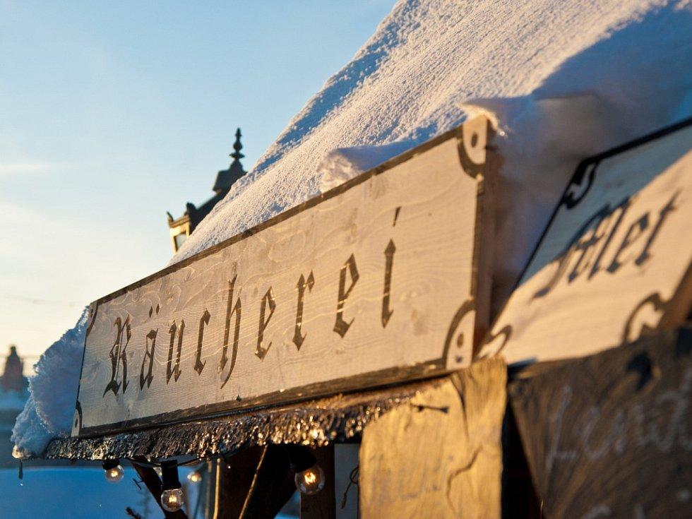 Na vánočním trhu na návštěvníky čeká celá řada atrakcí a stánků historických obchodníků a řemeslníků.