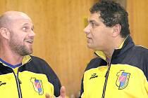 I v dalším ročníku druhé ligy povedou Chemičku trenér Tomáš Velek (vlevo) a prezident Roman Tlustý.