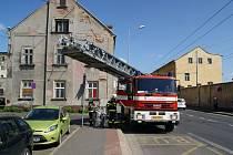 Jednotka HZS ÚK ze stanice Ústí nad Labem a jednotka podniku SŽDC vyjely k požáru v Revoluční ulici v Ústí nad Labem.