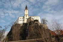 Na nevšední prohlídky v nové turistické sezoně za doprovodu tajemných postav se mohou těšit také návštěvníci zámku v Děčíně.