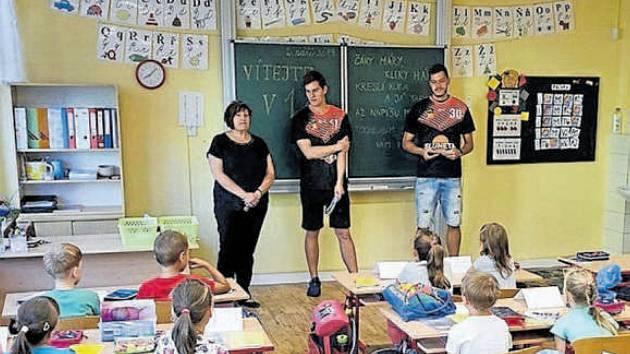 Nový školní rok začal slavnostně v pondělí 2. září také na všebořické ZŠ Vojnovičova.
