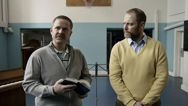 film Falešně od režiséraFrederikka Aspöcka