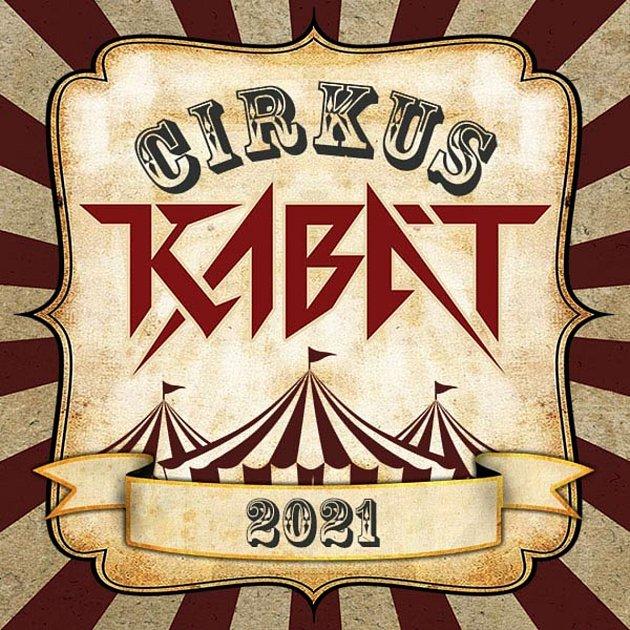 گروه کابات معمولاً در اطراف سالن های بدنسازی یا استادیوم ها می گردند.  اکنون در تابستان با یک چادر سیرک به نام Cirkus Kabát تور می رود.