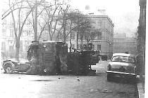 Protisovětská demonstrace 28. března 1969 v ústecké Vaníčkově ulici. Spálená vozidla sovětské armády.