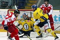 Ústečtí hokejisté (žlutí) doma prohráli s Olomoucí 0:3.
