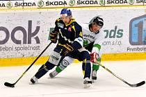 Ústečtí hokejisté (modré dresy) utrpěli na ledě Mladé Boleslavi debakl.