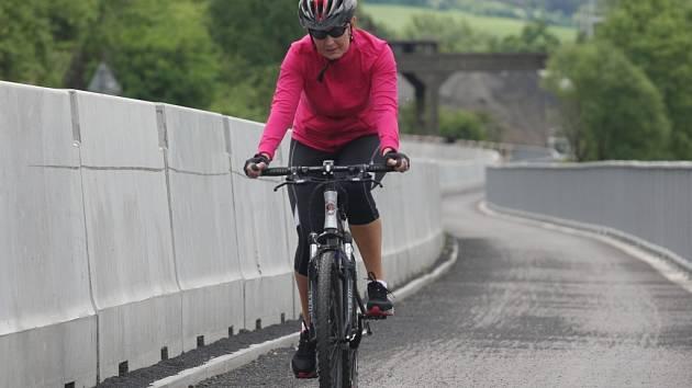 Nový úsek cyklostezky u Ústí nad Labem.