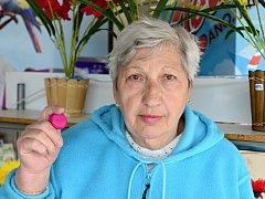 Stanislava Kapounová sbírá plastová víčka pro potřebné.
