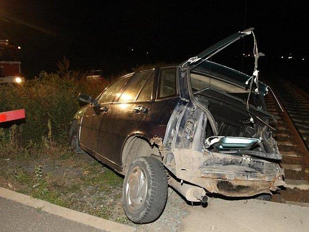 Na železničním přejezdu v Nových Kopistech na Litoměřicku došlo ke srážce osobního automobilu a vlaku.