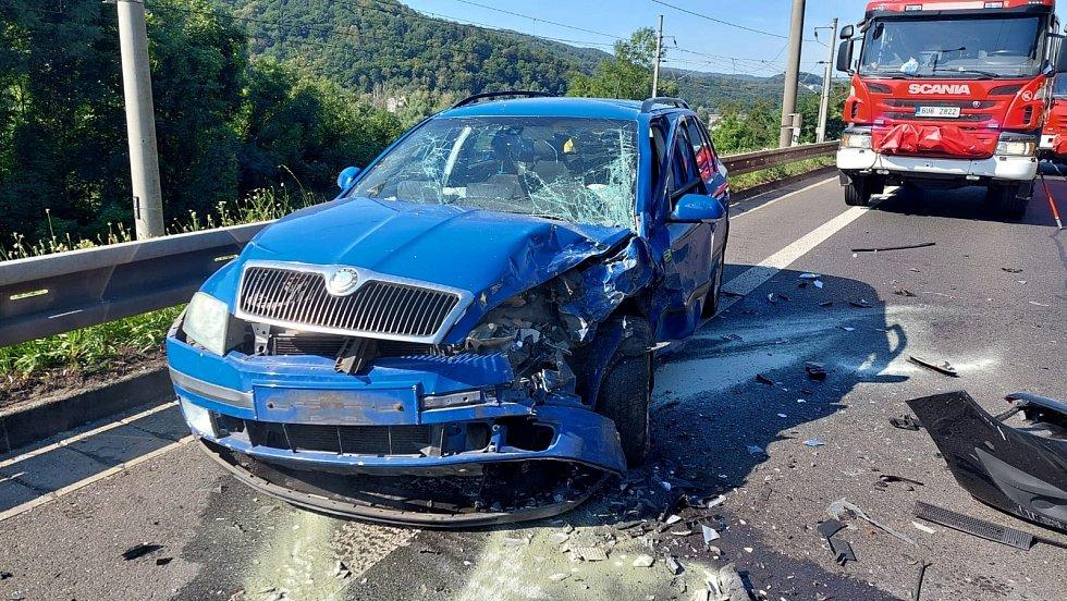 Při nehodě v Krásném Březně se zranili čtyři lidé