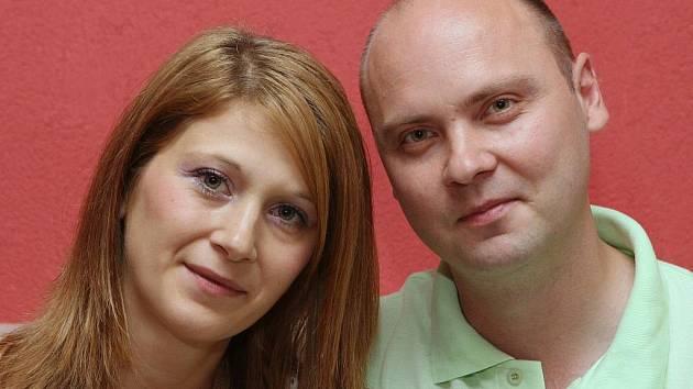Šestý pár. Miluše Kleinová a Milan Macek vyhráli soutěž o miminko roku, teď se rozhodli pro listopadovou megasvatbu.