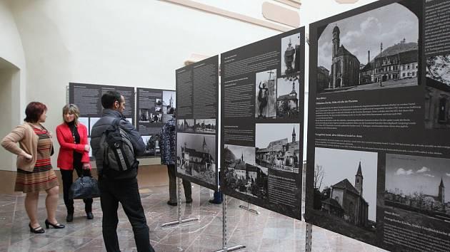 V současnosti mohou zájemci vidět výstavu Zničené kostely severních Čech 1945 1989 i v sídle ústředního odborného pracoviště Národního památkového ústavu v Ústí nad Labem.