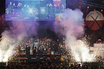 """Takovou show nabídli """"čeští Pink Floyd"""" Praze. Do Bíliny na ně je lístek za 250 Kč (TicketPortal.cz; Informační centrum Bílina) a na místě za 300 Kč."""