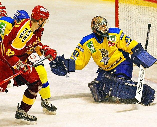Brankář Ústeckých Lvů Radek Fiala se v duelu s Jihlavou musel hodně ohánět, nakonec však svůj tým dovedl k výhře 4:2, díky které mají Lvi jisté vítězství v základní části.