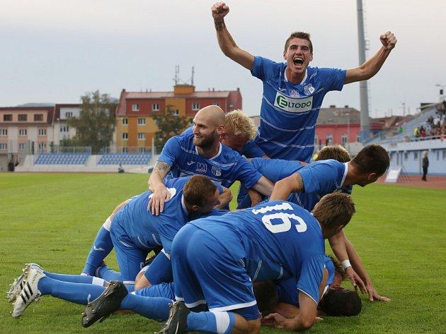 Fotbalisté Army (modří) znovu vpoháru smázli Slavii.