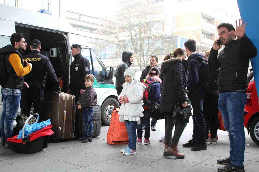 Policie 15. dubna převezla 16 křesťanských uprchlíků z Iráku na služebnu v centru Ústí nad Labem. Noc strávili v hotelu Bohemia.