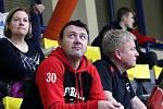 1. liga mužů - Florbal Ústí (černí) porazil 1. FBK Rožnov /žlutí) 7:3.