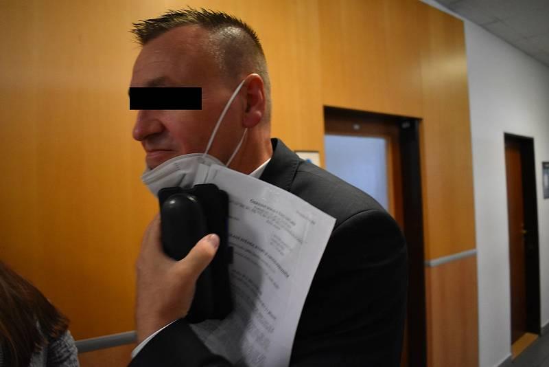 Libor M. vystupuje před soudem v roli svědka i poškozeného.