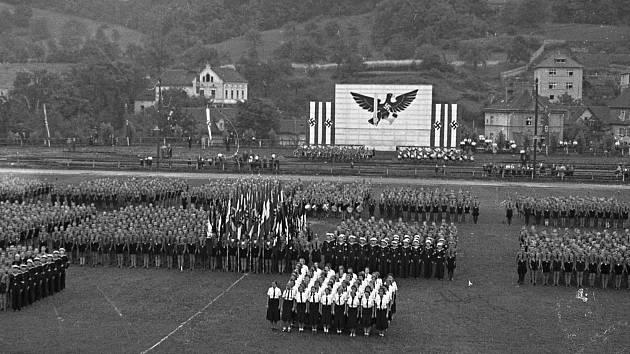 Každodennost sudetského Ústí, sraz Hitlerjugend na Bukově, jaro 1939