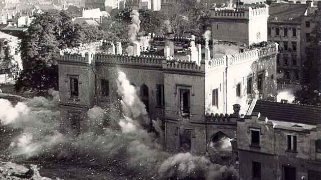 Průběh demolice Schaffnerovy vily.
