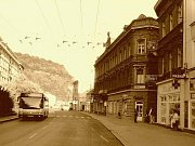 2000: Pohled na městskou knihovnu, dnes krajskou správu policie z Malé Hradební.