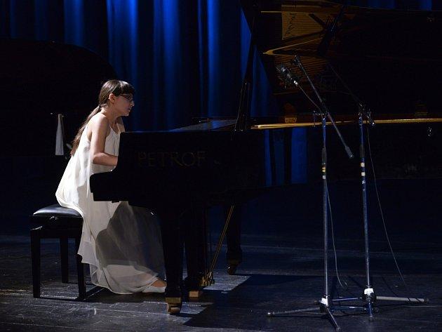 Absolutní vítězkou 45. soutěže mladých klavíristů Virtuosi per musica di pianoforte se v Ústí stala Kristine Ayvazyan.