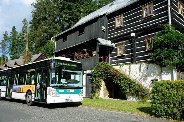 Turistický autobus.