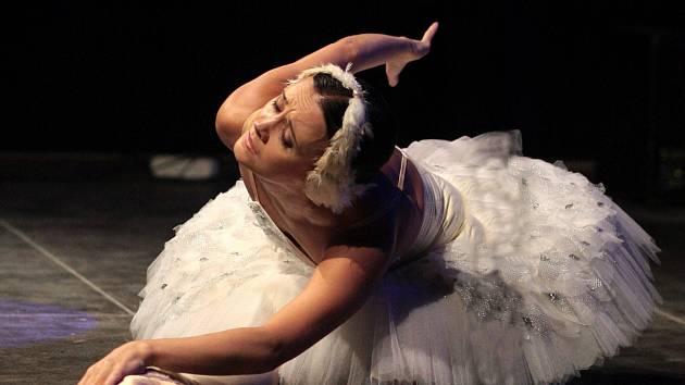 Baletka Rita Pleškova v roli dívky Kláry a host Pavel Enekeš (Princ Louskáček).
