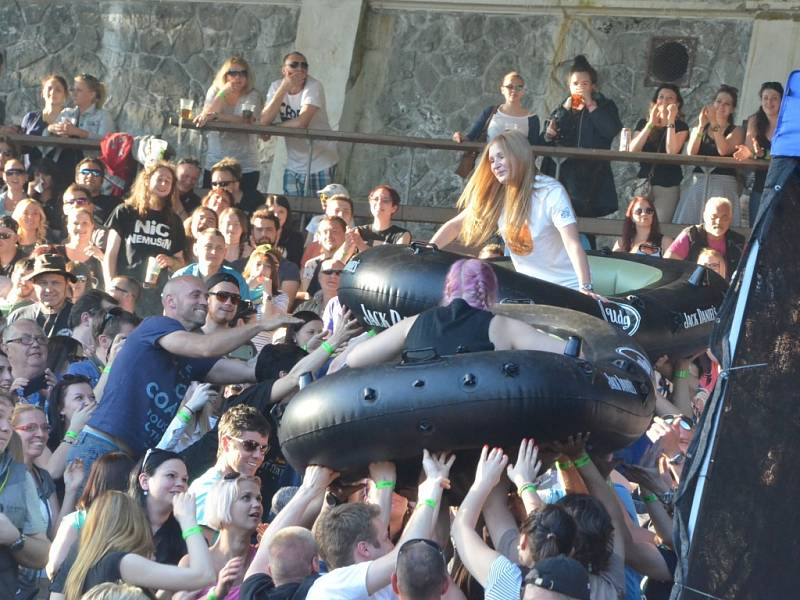 Čluny putovaly publikem.