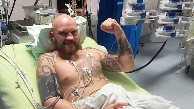Stanislav Eschner skončil po zápase v nemocnici.