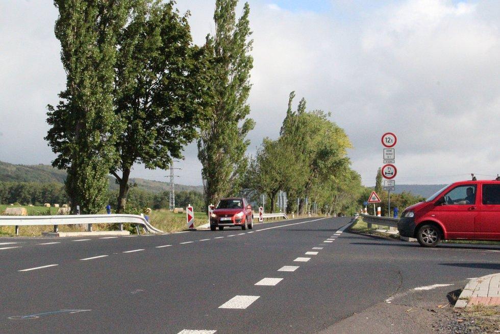 Křižovatka na silnici I/13 mezi Libouchcem a Žďárem, kde při nehodě zemřeli dva lidé