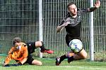 Fotbalisté Brné (černí) porazili v zahajovacím utkání krajského přeboru Kadaň (žlutomodří) 6:2. Emil Rilke
