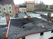 Vyhořelý dům v Hrbovické ulici v Předlicích den po požáru.