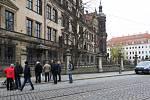 Vykradená klenotnice v Drážďanech je stále zavřená, i přesto přitahuje turisty